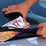 Colocación de publicidad en parabrisas de los coches
